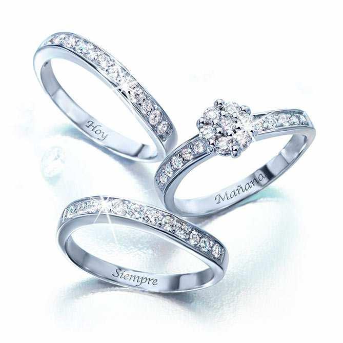 b0ea5ebabb14 Anillo de compromiso de Oro blanco y Diamantes Romance  Oro blanco de  Primera Ley