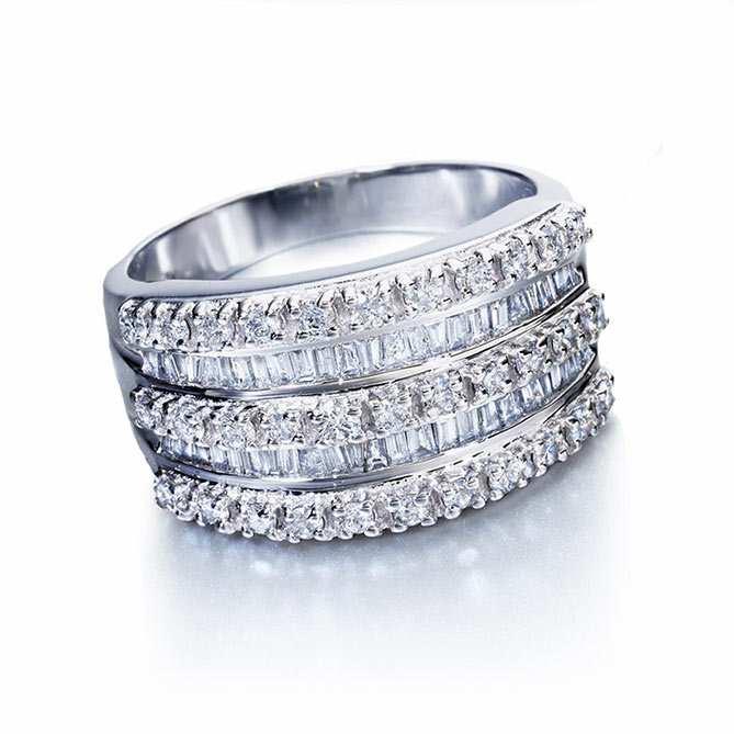 db93b5df6b8c Anillo de diamantes Tiara Real  Oro blanco de Primera Ley