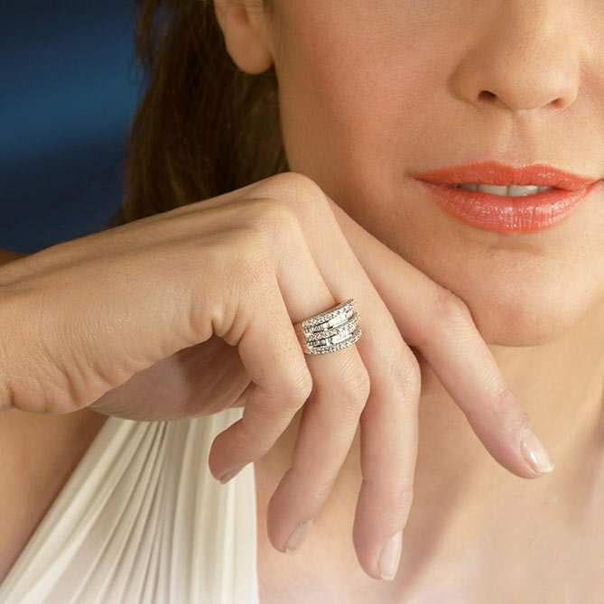Anillo de diamantes Tiara Real: 1 Quilate