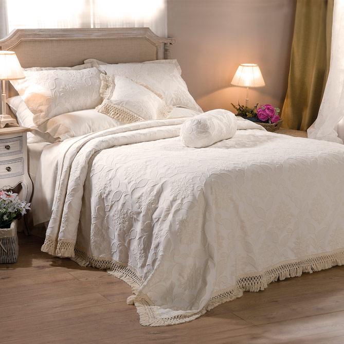5d334e345 Conjunto de cama ESTORIL  1 Colcha  250 x 270 cm (Válida para camas