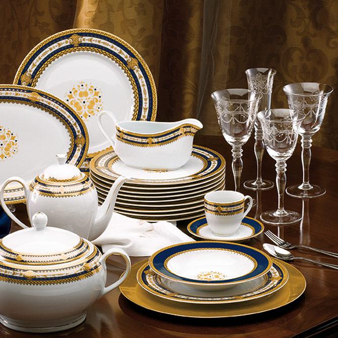 Conjunto de mesa familia real galer a del coleccionista for Vajillas porcelana clasicas